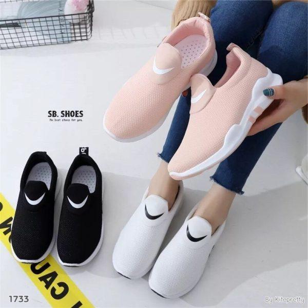 รองเท้าผ้าใบทรงกระชับเท้า