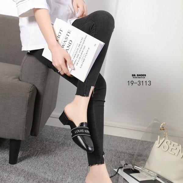 รองเท้าส้นสูงแบบสวยน่ารัก คาด logo