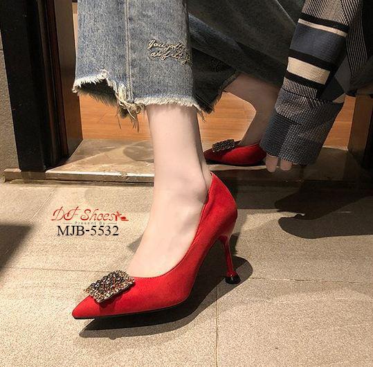รองเท้าคัชชูส้นสูงหัวแหลมดีไซน์ประดับคริสตัลด้านหน้า
