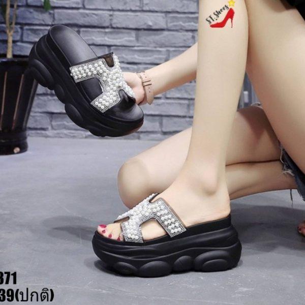รองเท้าลำลองแบบสวมส้นตึก