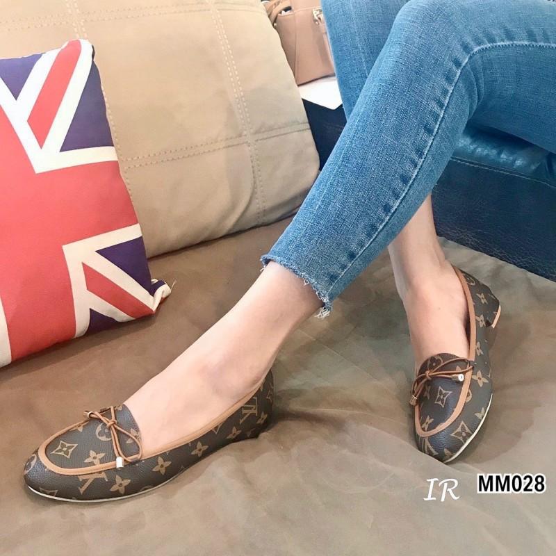 รองเท้าคุ่นี้ไง Style LV แบรนด์ดัง