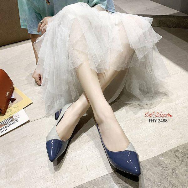 รองเท้าคัชชูส้นสูงหัวแหลมสีทูโทน