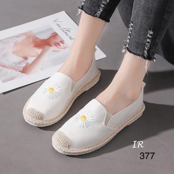 รองเท้าสลิปออนผ้าแคนวาสนิ่มปักดอกเดซี่