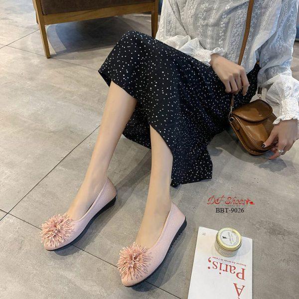 รองเท้าคัชชูส้นเตี้ยทรงเก็บหน้าเท้าดี