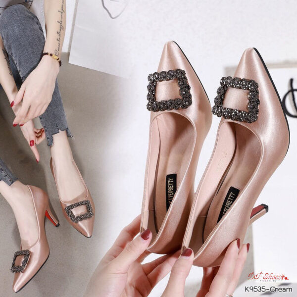 รองเท้าคัชชูผู้หญิงส้นสูง