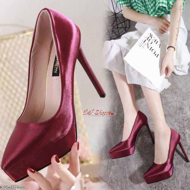 รองเท้าคัชชูส้นสูงหัวแหลมแบบ ผู้หญิง