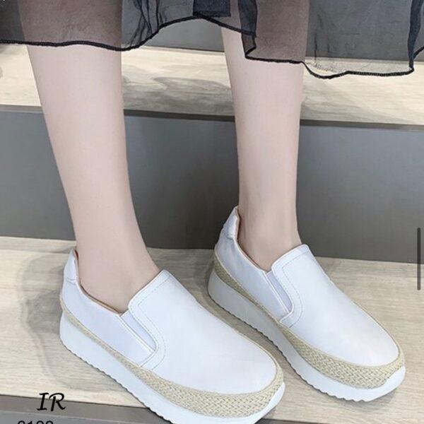 รองเท้าสไตล์ผ้าใบเสริมส้น